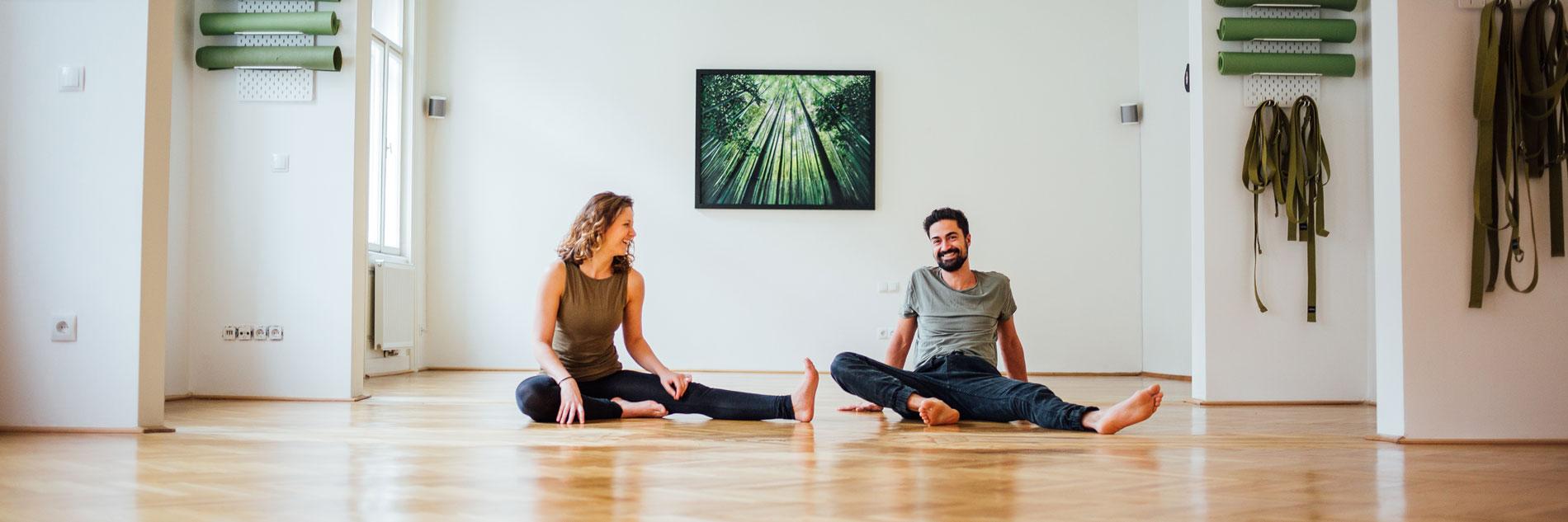 Du machst das erste Mal Yoga? - Kein Problem im Studio Coming Hooomm in 1020 Wien